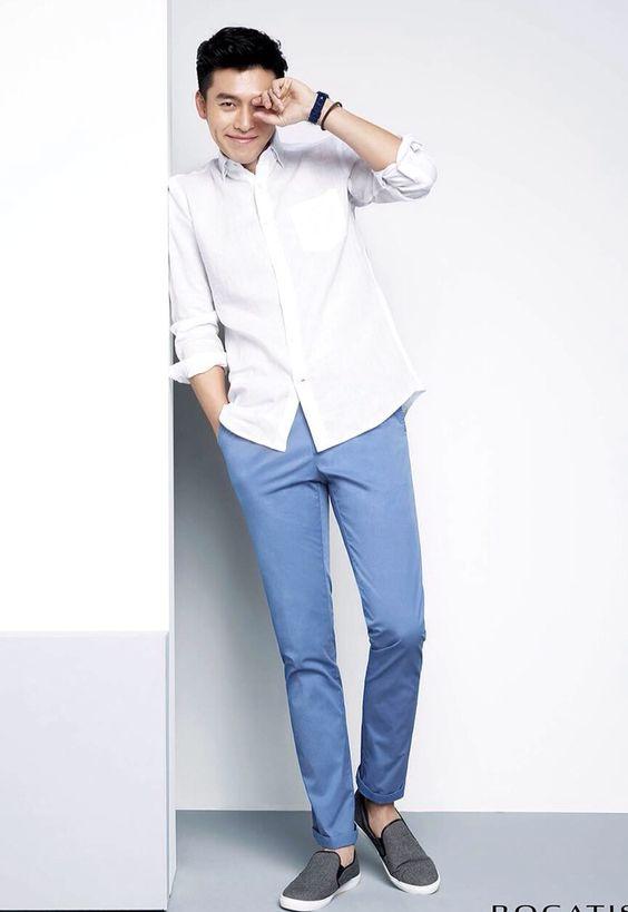 Phối áo sơ mi trắng cùng quần chinos