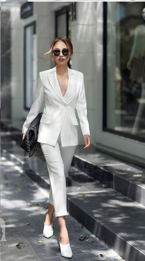 xu hướng thời trang Off-White đang rất hot
