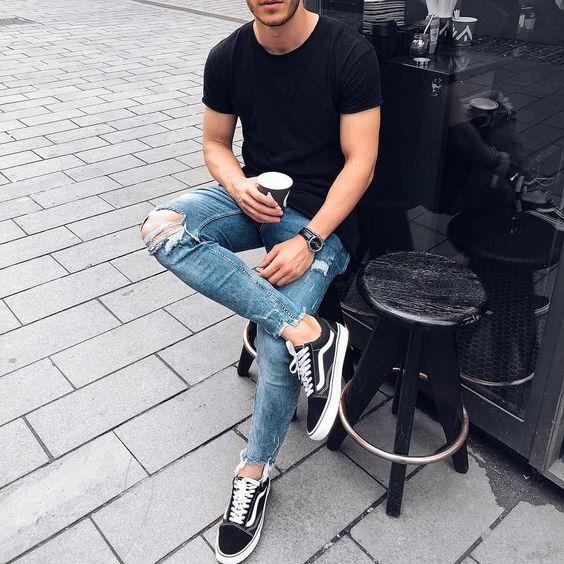 quần jeans skinny và áo thun ôm