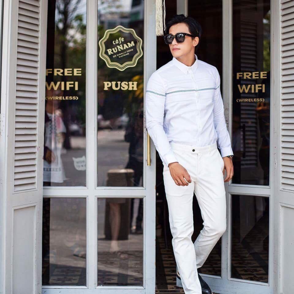 soái ca mặc áo sơ mi trắng