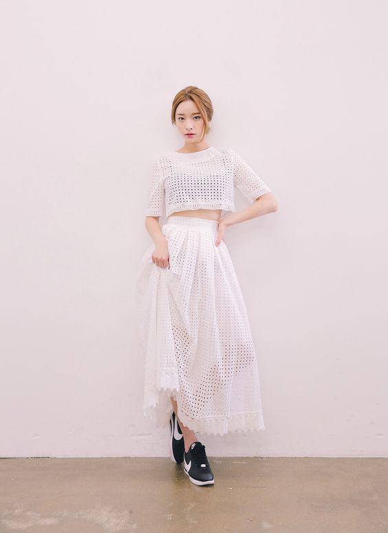 Set đồ áo croptop cùng chân váy dài