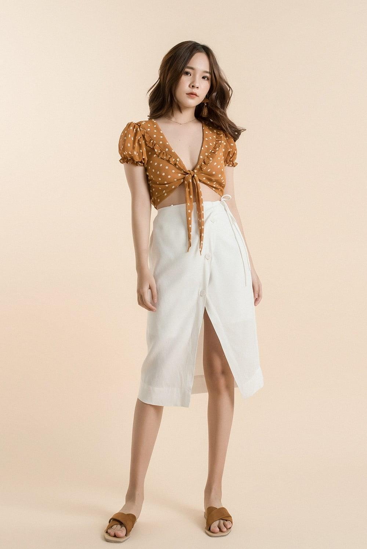 Áo croptop cột dây mix cùng chân váy xẻ