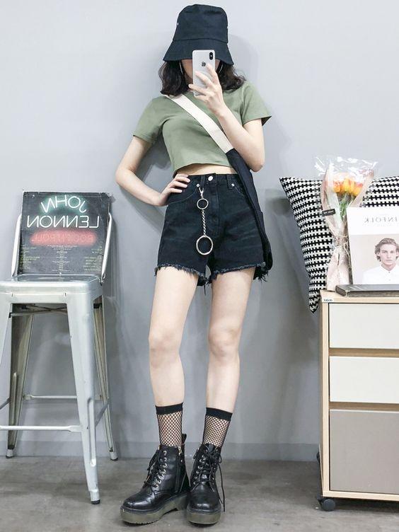 Outfit này mà đi chơi Tết cùng bạn bè