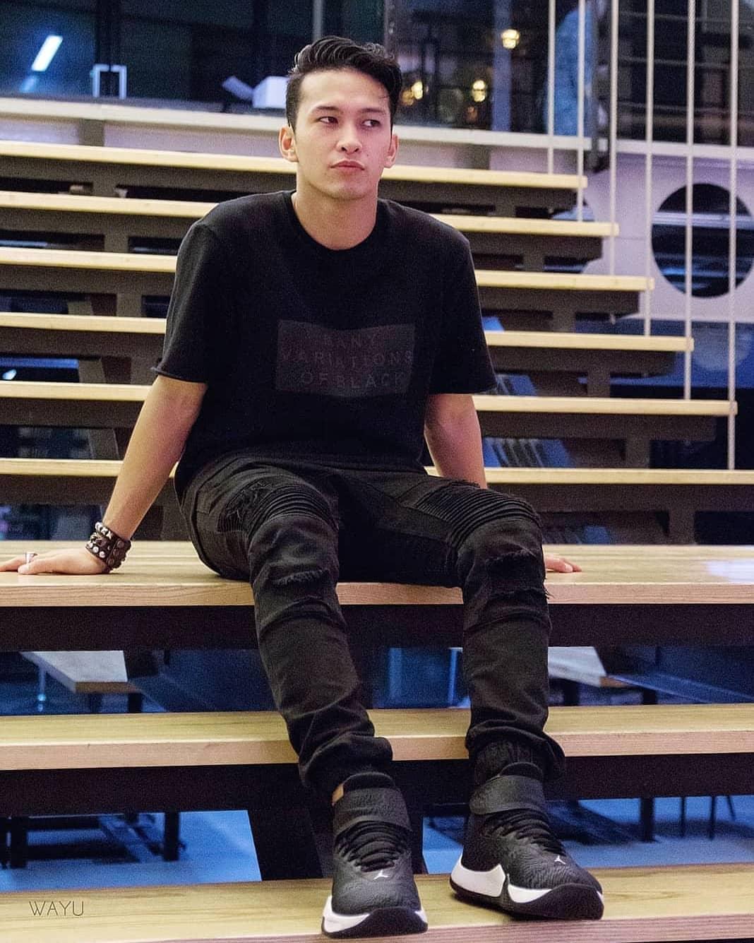 Phong cách All Black chắc chắn khiến mọi anh chàng ưa chuộng