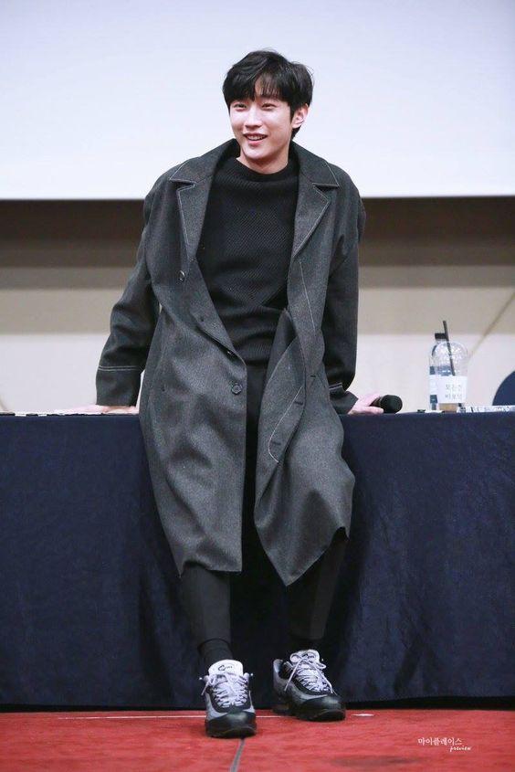 Jin Young rất yêu thích tone màu đen