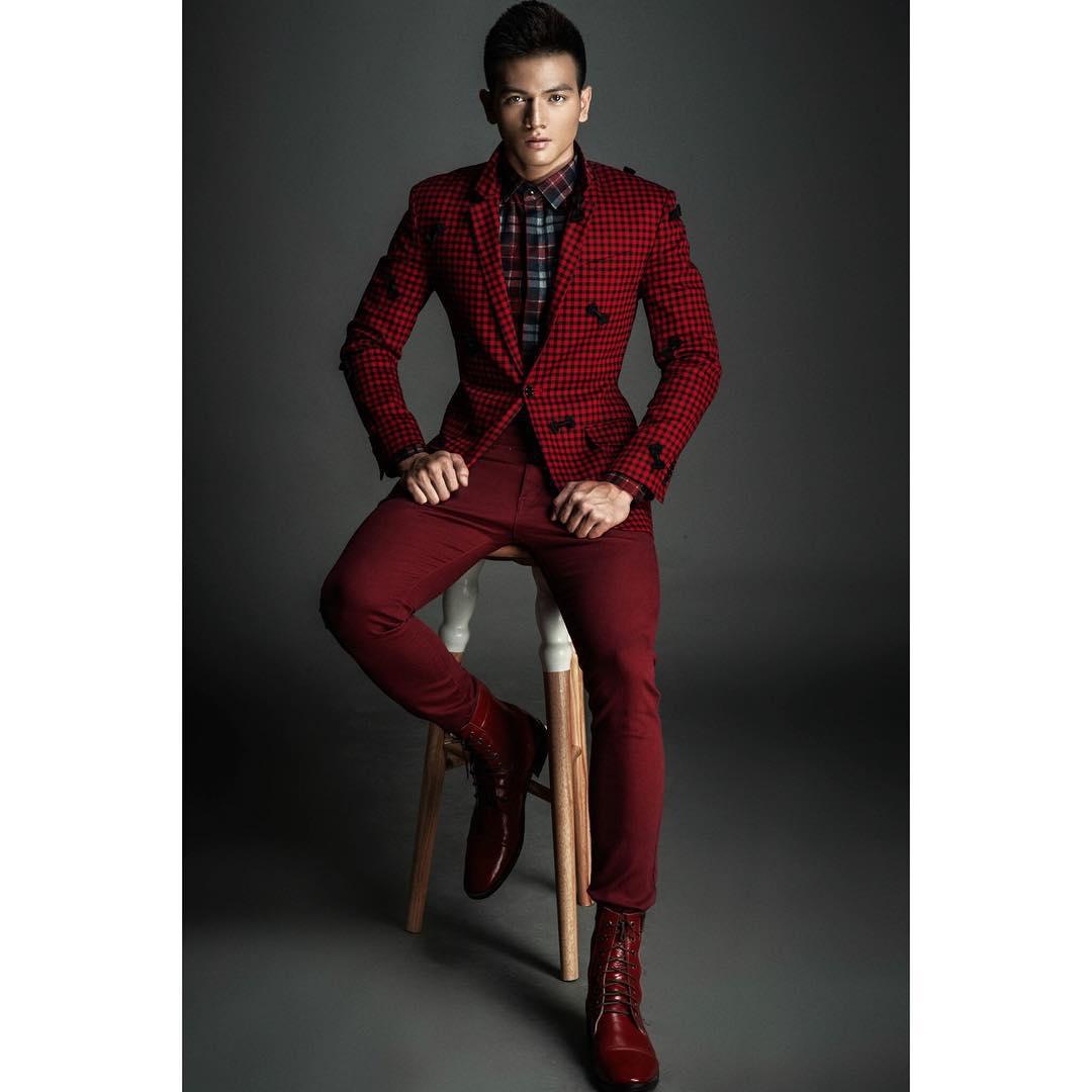 Bộ suit tone màu đỏ đô