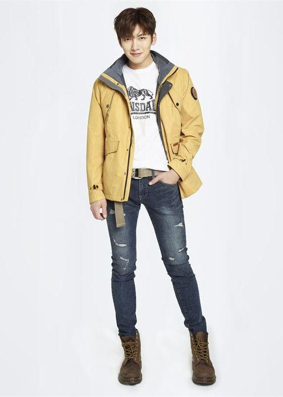 Phối áo thun nam cùng quần jeans skinny