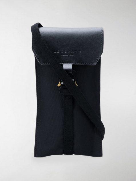túi đeo cổ nhỏ còn khá tiện dụng và nhỏ gọn