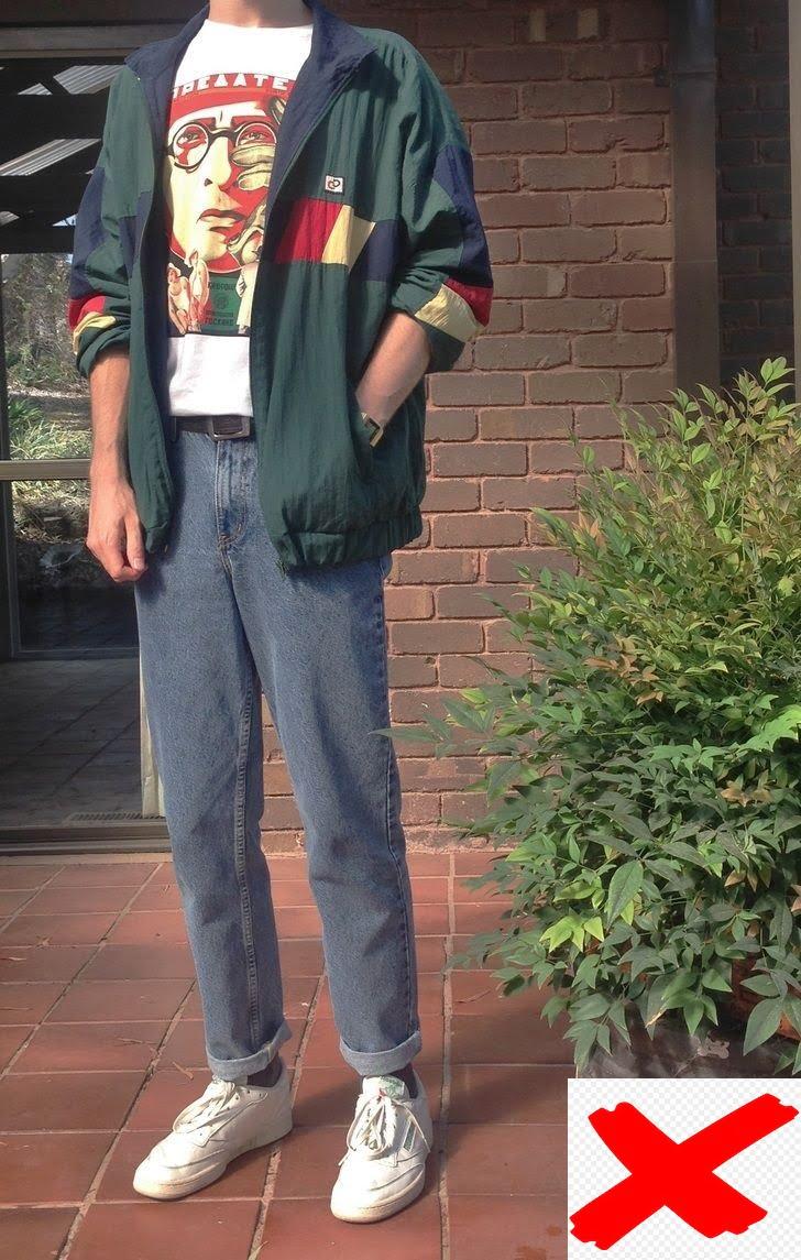 Áo thun sologan với quần jeans