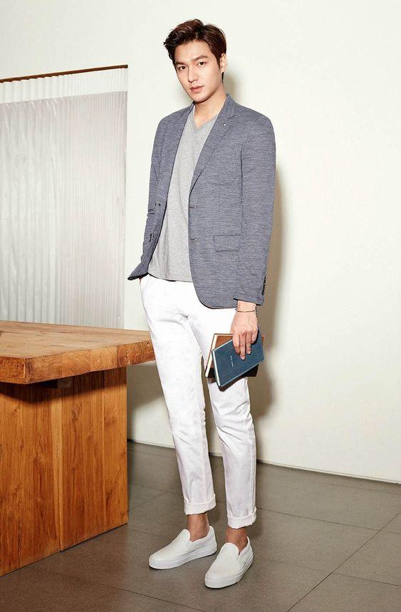 Phối áo thun cùng áo blazer