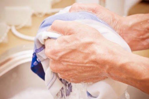 Cách giặt, phơi và bảo quản quần lót nam vào mùa mưa