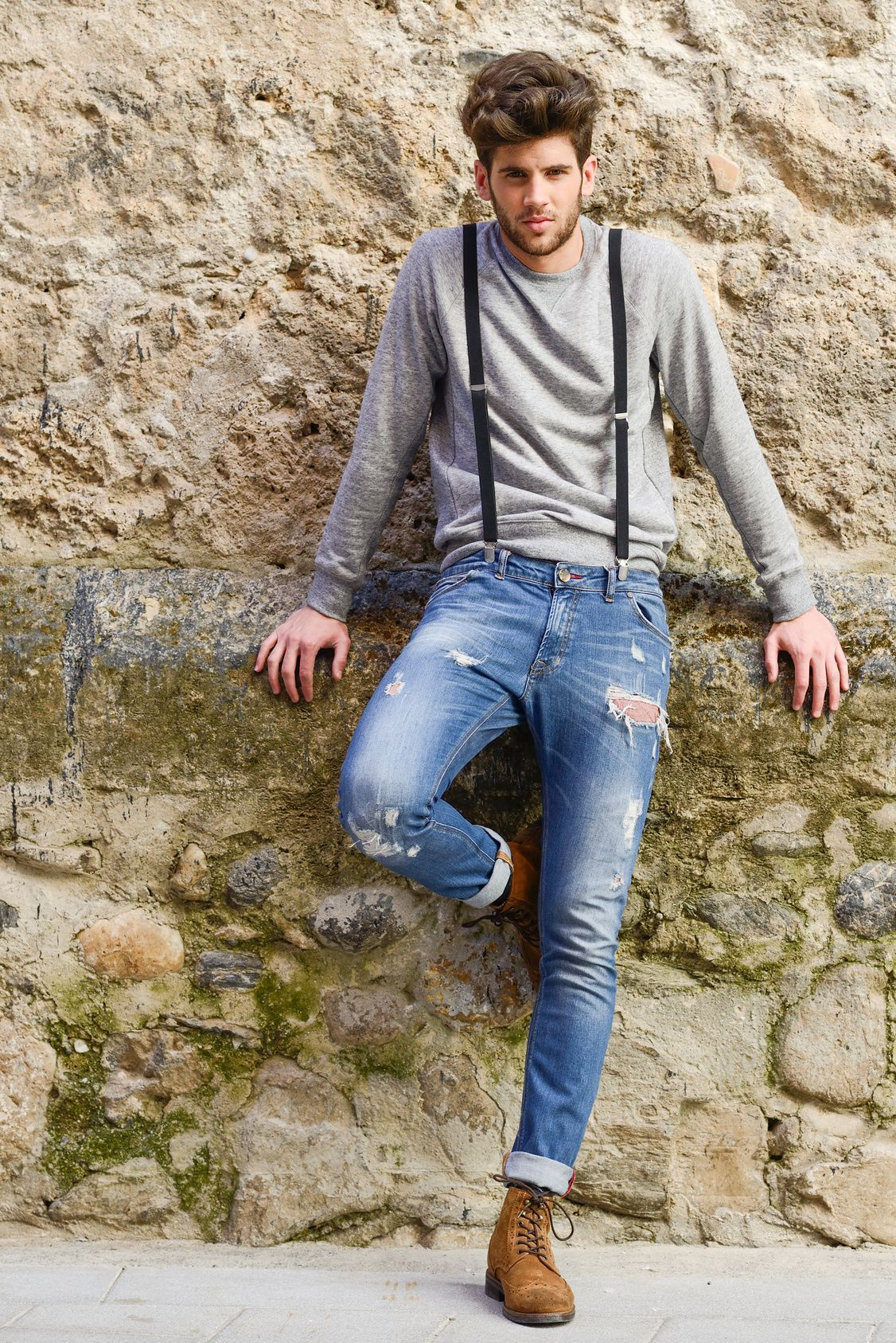 Top 7 áo nam phối cùng với quần jeans rách Top-7-ao-nam-phoi-cung-voi-quan-jeans-rach-tao-phong-cach-dan-choi-1-2