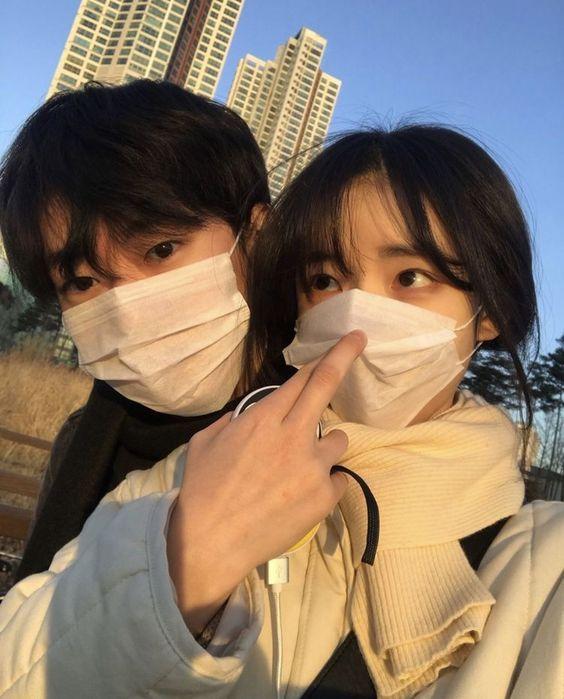 Đẹp nghẹt thở với 10+ kiểu selfie ảnh ngầu cho các cặp đôi