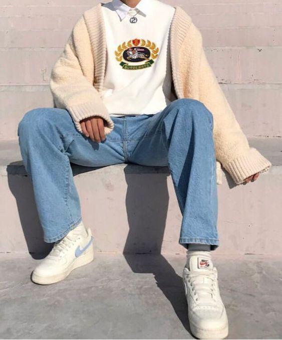 Phối quần jean với giày thể thao